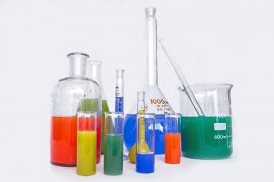 Tìm hiểu về các loại hoá chất công nghiệp phổ biến nhất hiện nay
